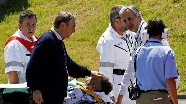 Rossiho stav kontroloval na místě havárie i šéf mobilní kliniky motocyklového šampionátu doktor Claudio Costa.