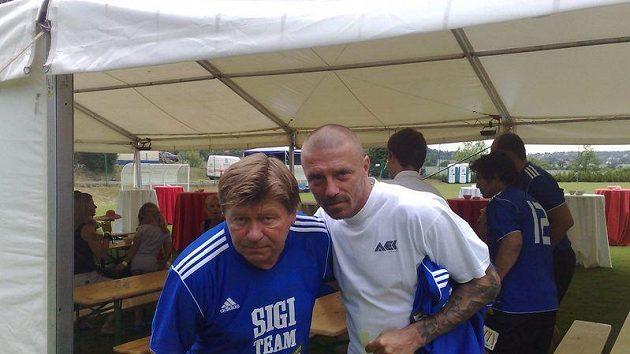 Tomáš Řepka (vpravo) se svým otcem Petrem Vokáčem