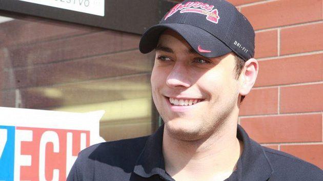Brankář Ondřej Pavelec se při rozhovorech na srazu české hokejové reprezentace usmíval.