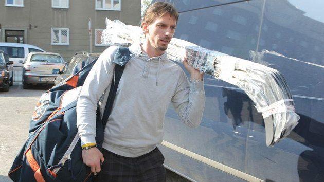 Obránce Islanders Radek Martínek se hlásí na srazu české reprezentace.
