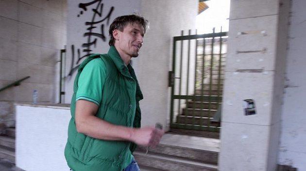Bývalý hráč Bohemians Praha Miroslav Obermajer opouští Strahov po slyšení před disciplinární komisí, která se snažila vyřešit údajnou korupci ze strany Sigmy Olomouc.