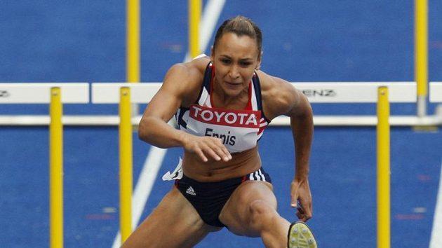 Britská sedmibojařka Jessica Ennisová na trati 100 metrů překážek na MS v Berlíně