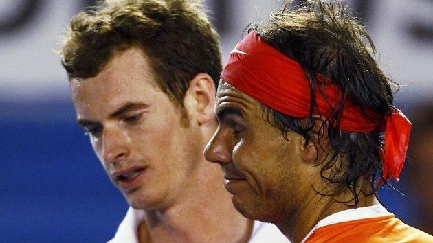 Andy Murray (vlevo) a Rafael Nadal během čtvrtfinále Australian Open