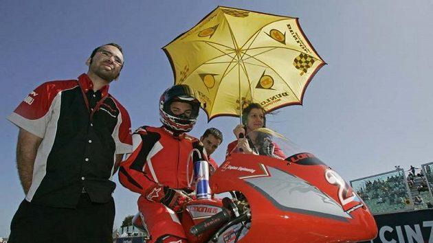 Jakub Kornfeil při loňském účinkování v MS s čínským motocyklem Loncin.