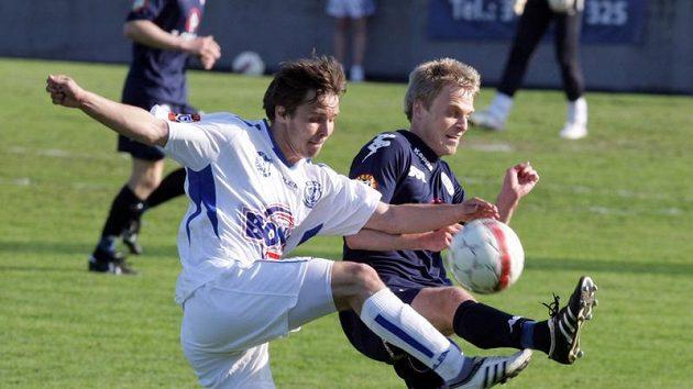 Fotbalista Kladna Antonín Holub (vlevo) v zápase proti Slovácku