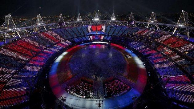 Olympijský stadión v Londýně během zahajovacího ceremoniálu.