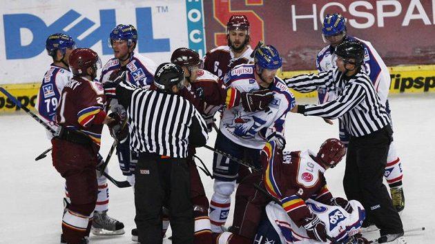 Potyčka mezi hokejisty Sparty a Mannheimu