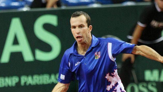 Radek Štěpánek v utkání proti Chorvatu Ivu Karlovičovi v semifinále Davis Cupu