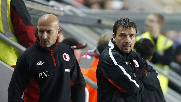 Trenéři Slavie Michal Petrouš (vpravo) a Petr Vrabec.