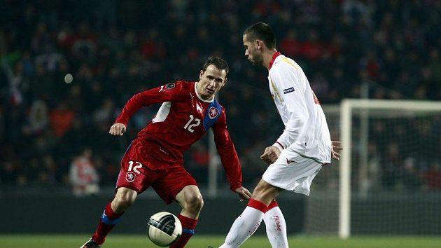 Zdeněk Pospěch (v červeném) hlídá Drinčiče z Černé Hory.