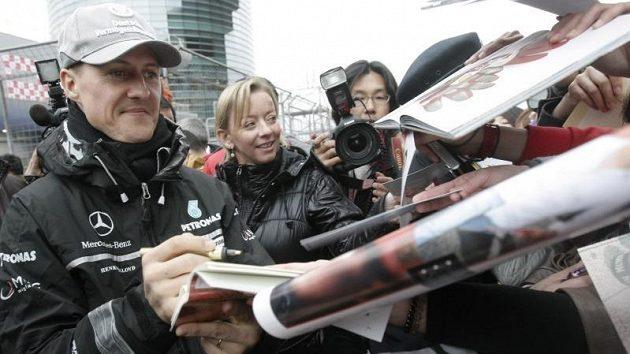 Zájem o osobu Michale Schumachera i přes nepřesvědčivé výkony neopadá.