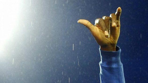 Usain Bolt zdraví ostravské diváky na mítinku Zlatá tretra.