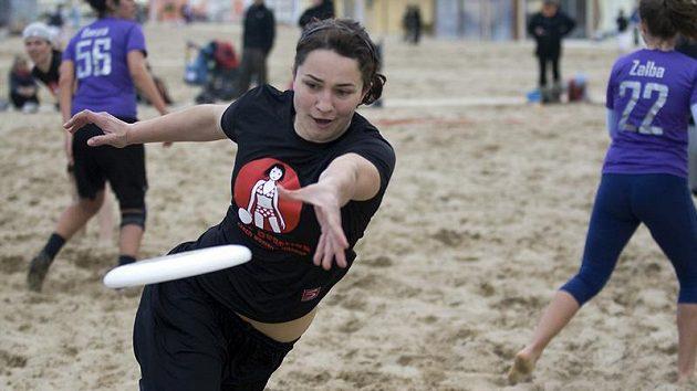 Lucie se věnuje také ultimate frisbee. Tento týden startuje na mistrovství světa v ultimate frisbee za mixový tým Velká Morava.