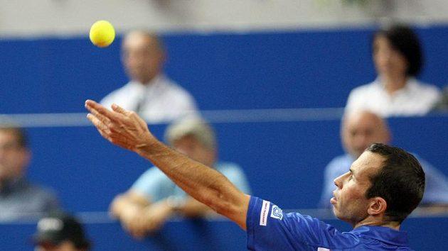 Radek Štěpánek v utkání proti Ivu Karlovičovi v semifinále Davis Cupu