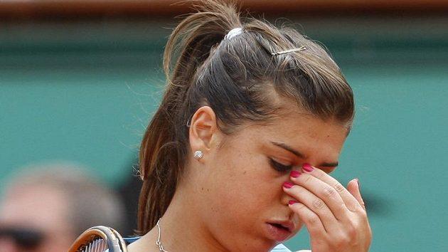 Zklamaná rumunská tenistka Sorana Cirsteaová, která ve čtvrtfinále Roland Garros podlehla Australance Stosurové.