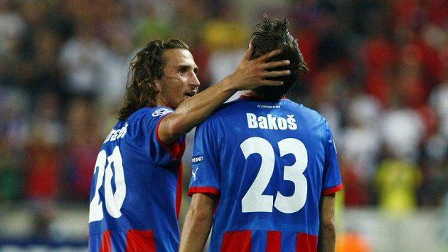 Petr Jiráček (vlevo) gratuluje Marku Bakošovi ke gólu proti Kodani.
