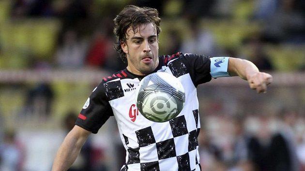 Dvojnásobný šampion F1 Fernando Alonso prokázal své kvality i při charitativním fotbalovém zápase.