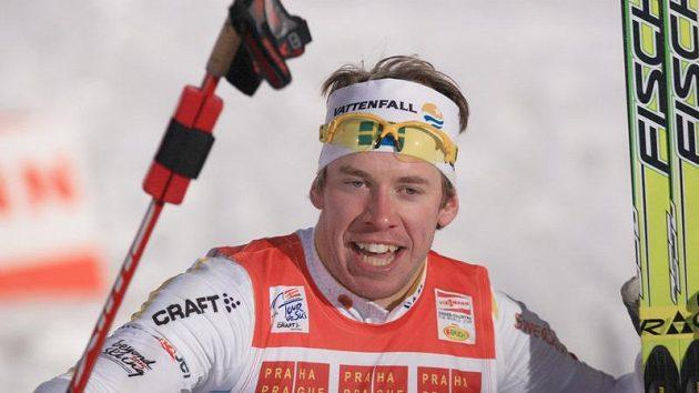 Vítěz pražského sprintu Tour de Ski na Strahově Emil Jönsson ze Švédska
