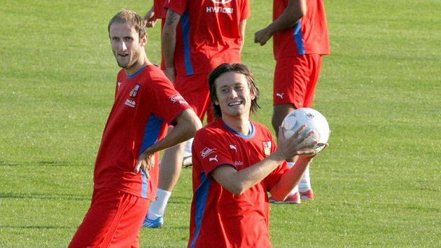 Tomáš Rosický (vpravo) a Roman Hubník na srazu fotbalové reprezentace