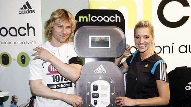 Pavel Nedvěd s Darou Rolins představili osobního audiotrenéra.