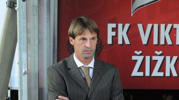Nový trenér Slavie František Straka během zápasu na Žižkově