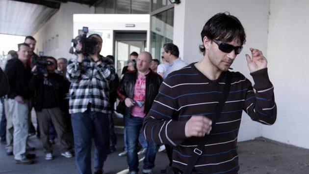 Hráč Bohemians Roman Dobeš opouští Strahov po slyšení před disciplinární komisí, která se snažila vyřešit údajnou korupci ze strany Sigmy Olomouc.