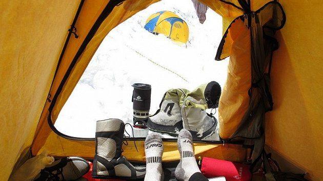 Odpočinek v jednom z postupových táborů.