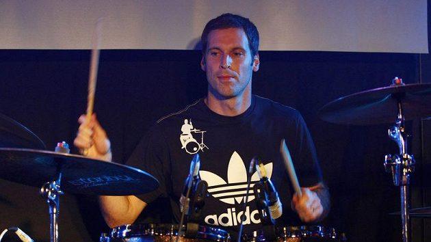 Brankář Petr Čech si vychutnal bubenické vystoupení na koncertu se skupinou Eddie Stoilow.