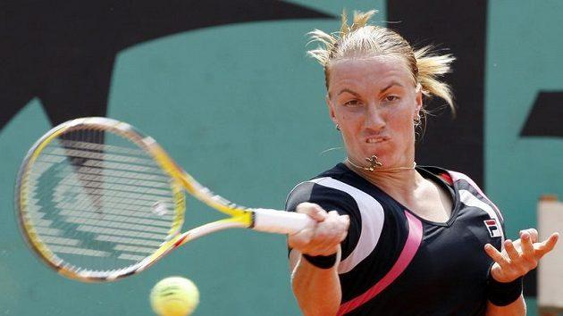 Ruská tenistka Světlana Kuzněcovová během čtvrtfinále Roland Garros proti Sereně Williamsové z USA.