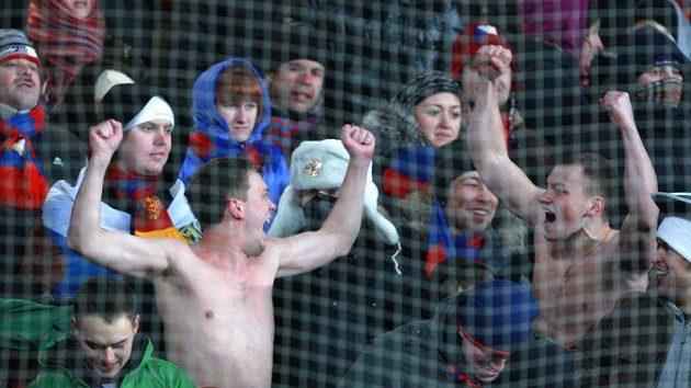 Fanoušci CSKA Moskva při utkání se Spartou
