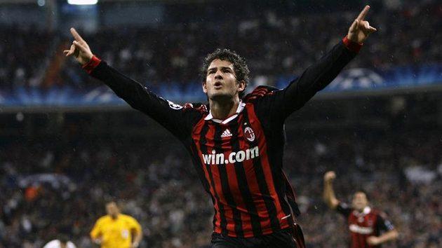 Útočník AC Milán Pato oslavuje vítězný gól proti Realu Madrid ve fotbalové Lize mistrů