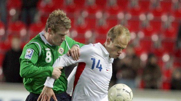 Davida Jarolíma (vpravo) brání Davis ze Severního Irska.