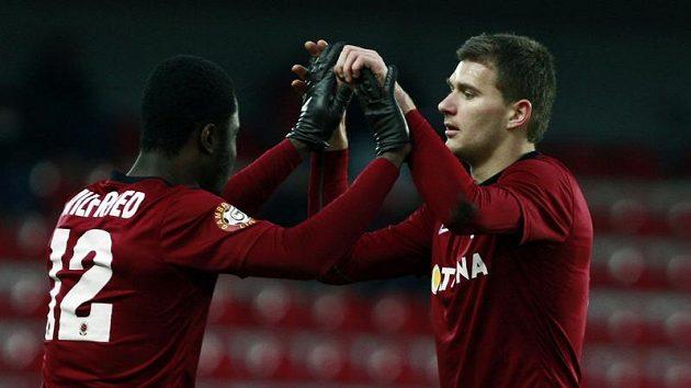 Nová sparťanská posila se uvedla gólem. Miloš Lačný (vpravo) se raduje společně s Bonny Wilfriedem.