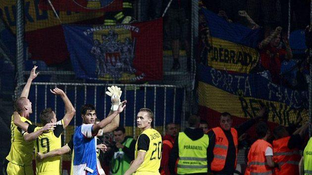 Fotbalisté Sparty se radují z vítězství nad Plzní.