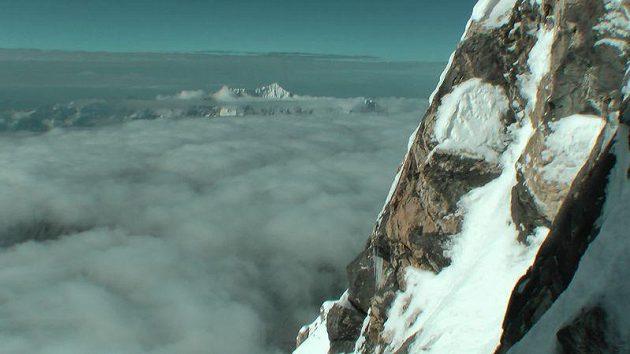 Téměř kolmý, tzv. mixový terén tvořený skalami, sněhem a ledem v jižní stěně Nanga Parbatu.