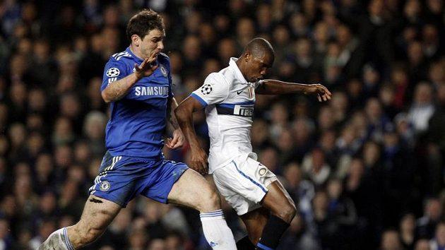Střelec Interu Milán Samuel Eto'o vstřelil Chelsea gól, který rozhodl o jejím vyřazení