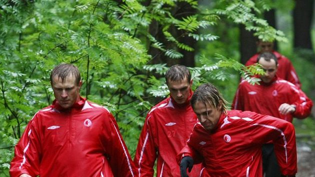 Fotbalista Slavie Stanislav Vlček (vlevo) již trénuje se Slavií