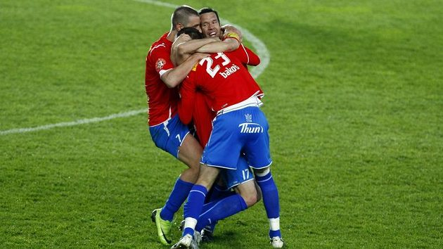 Kapitán Pavel Horváth a fotbalisté Plzně se radují po vítězství ve finále Ondrášovka Cupu.