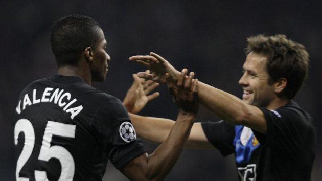 Fotbalisté Manchesteru United vyhráli v Lize mistrů nad CSKA Moskva díky brance Antonia Valencia (vlevo).