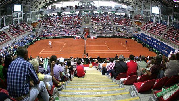 Hala v Poreči, v níž hrají první zápas semifinálového duelu Davis Cupu Radek Štěpánek (pravá polovina dvorce) a Ivo Karlovič.