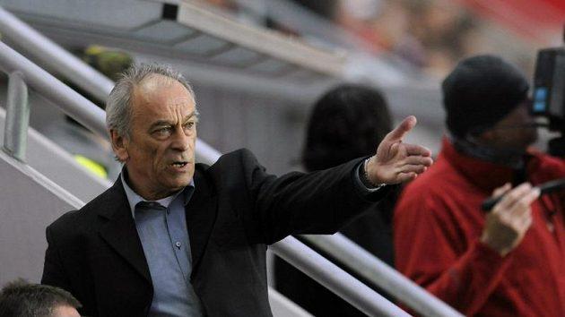Kouč Slavie František Cipro během derby se Spartou.