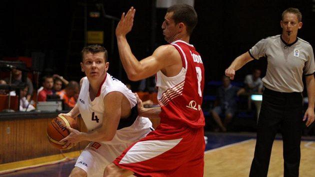 David Marek (v bílém) bráněný Maďarem Fodorem