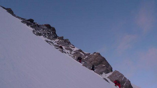 Postup severozápadní stěnou Gasherbrumu I.