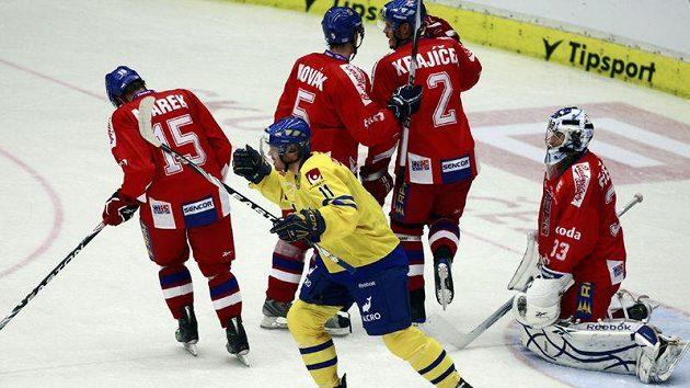 Švéd Melin se raduje z branky svého týmu v utkání proti České republice.