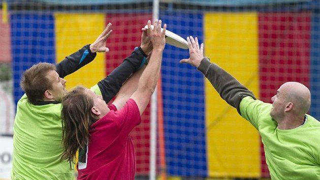 Hráči z účastnících se týmů byli šikovní, na konci dne byl vidět výrazný pokrok, ať už v házení nebo organizaci hry.