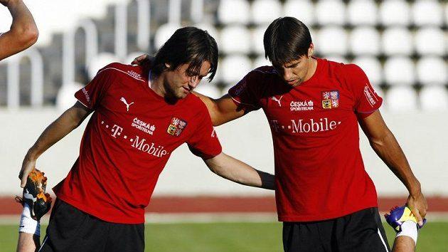 Dva nejzkušenější hráči Tomáš Rosický (vlevo) a Milan Baroš na tréninku české reprezentace.