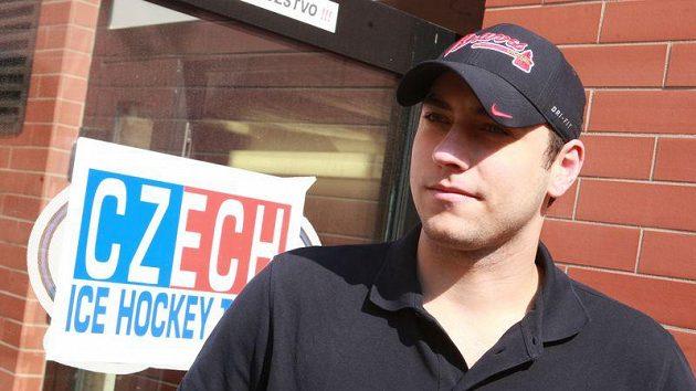 Ondřej Pavelec dorazil na sraz české hokejové reprezentace s dobrou náladou. Při absenci Tomáše Vokouna je reprezentační jedničkou.