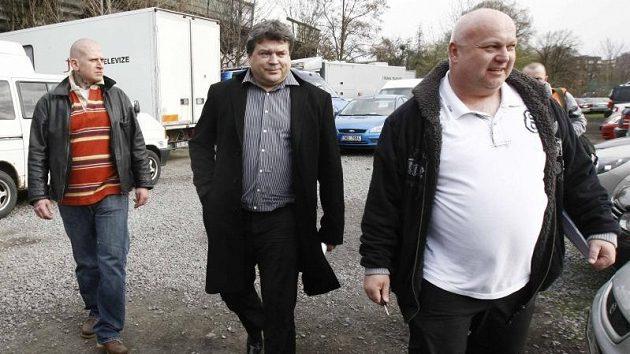 Podle Karla Kapra (uprostřed) nenastoupili Bohemians Praha k utkání proto, že vršovický klub není řádným členem ČMFS.