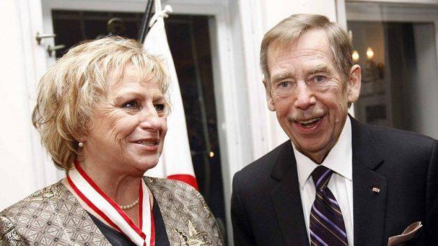 Bývalá gymnastka Věra Čáslavská s Václavem Havlem