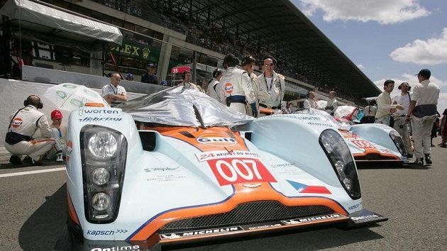 Prototyp Aston Martin posádky Charouz, Enge, Mücke těsně před závodem 24 hodin Le Mans